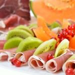 Italienischer Schinken mit Früchten